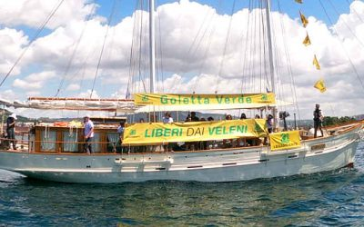 #liberidaiveleni: Blitz di Goletta Verde a largo di Bagnoli